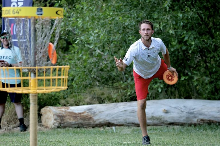 Want a good way to exercise and have fun with your family?  Try disc golf!